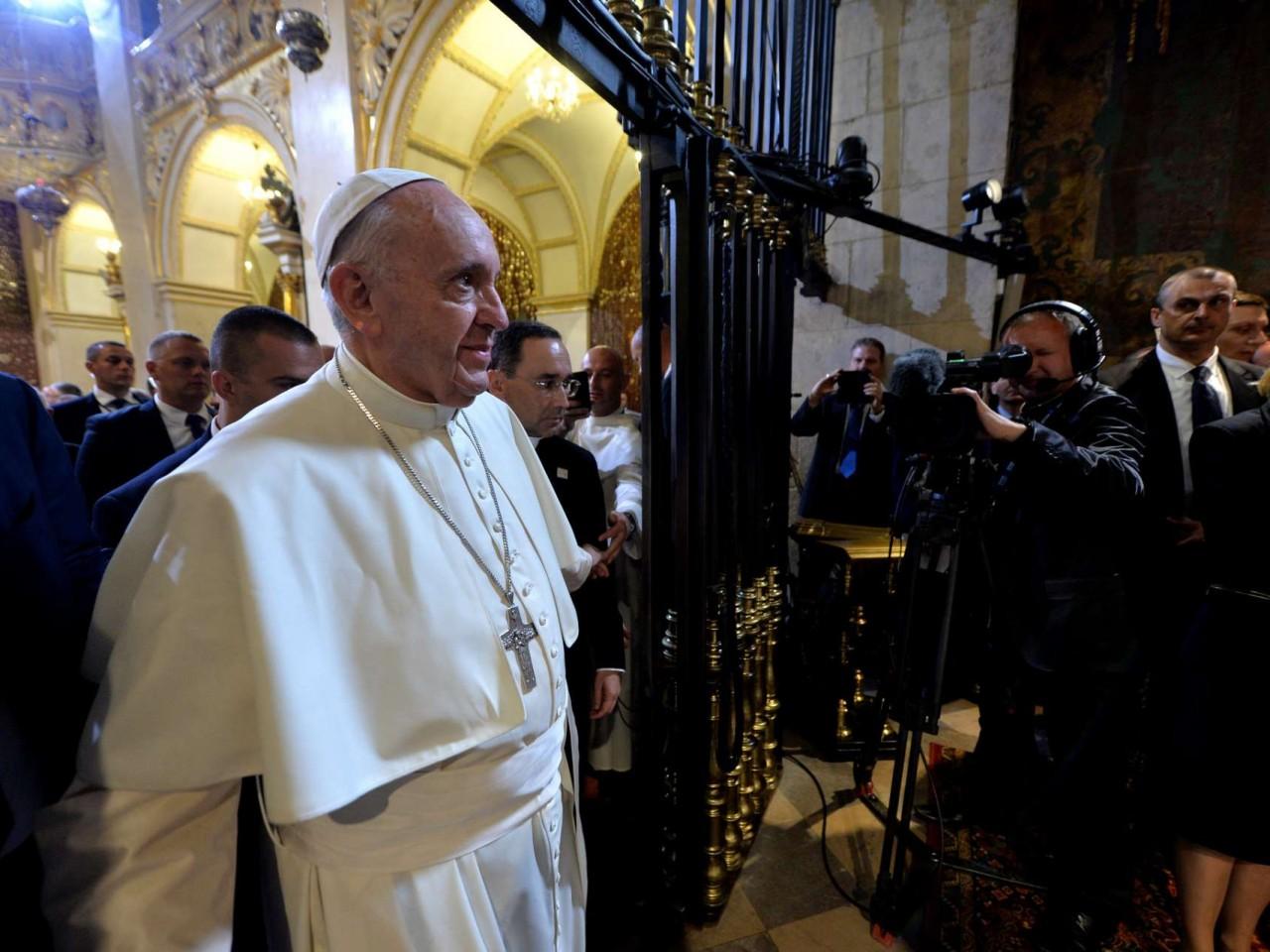 papa-francisco-enfrenta-guerra-civil-na-igreja-catolica-3