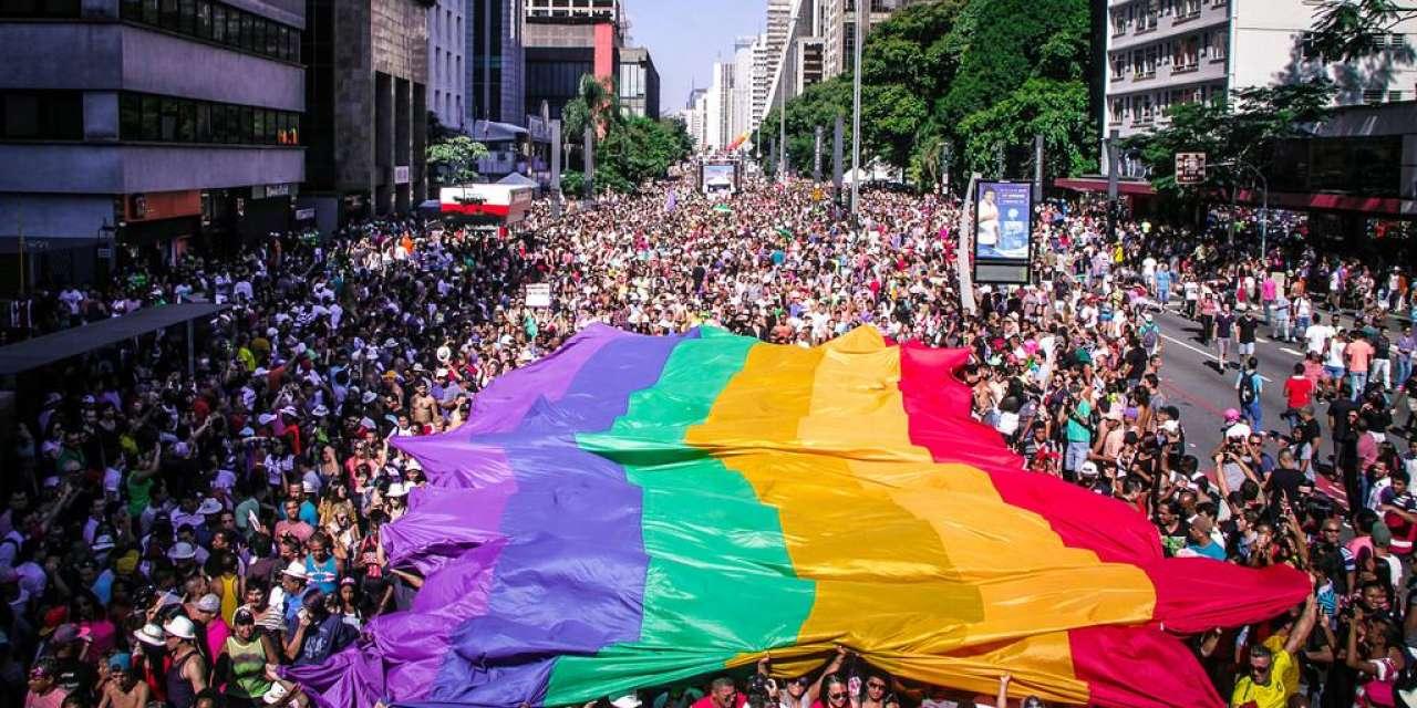 Latinos adotam São Paulo para 'sair do armário'