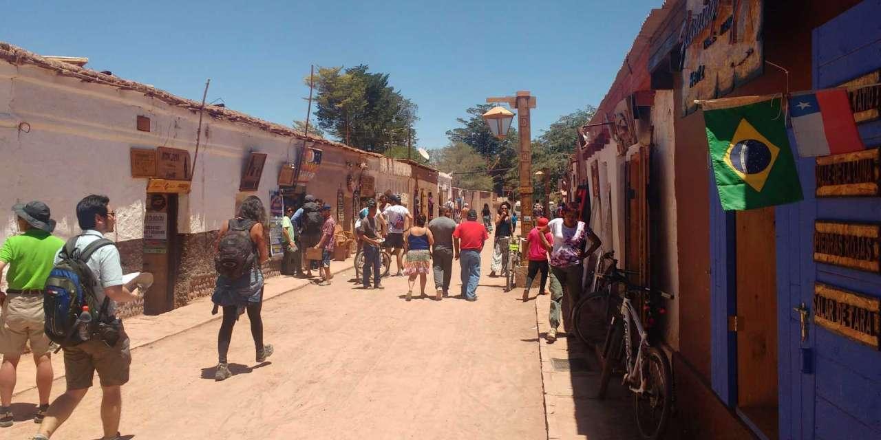 Turistas brasileiros invadem deserto do Atacama
