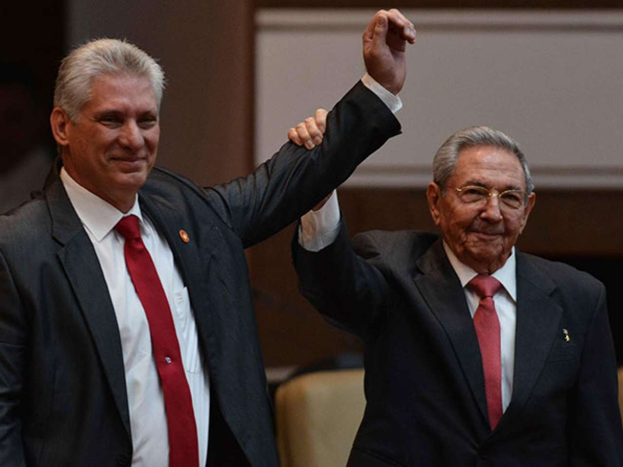 Filho da revolução chega ao poder em Cuba